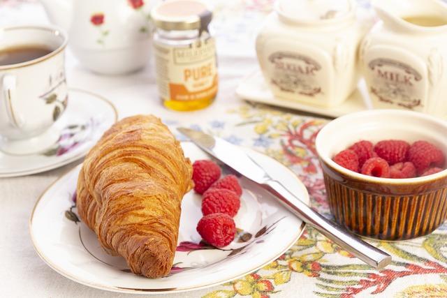 Croissant, Bread, Pastry, Breakfast, Raspberry, Dish