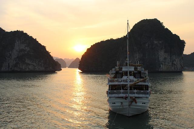 Vietnam, Halong, Bay, Coast, Reefs, Rocks, Travel
