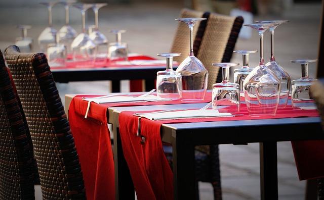 Glasses, Wine, Table, Covered, Bar, Restaurant, Drink