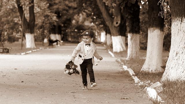 Boy, Child, Bouquet, Flowers, Park, Treadmill, Romantic
