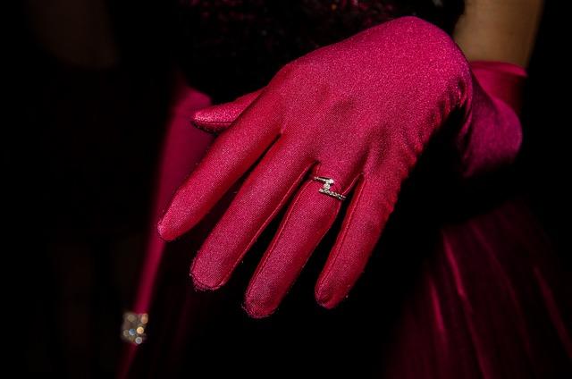 Hand, Ring, Sleeve, Rosa