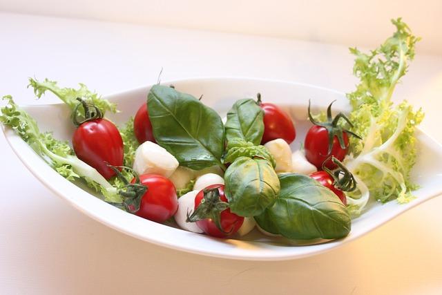 Mozzarella, Tomatoes, Salaz, Basil, Eat