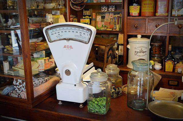 Old Scale, Load Tresen, Sale Shelf