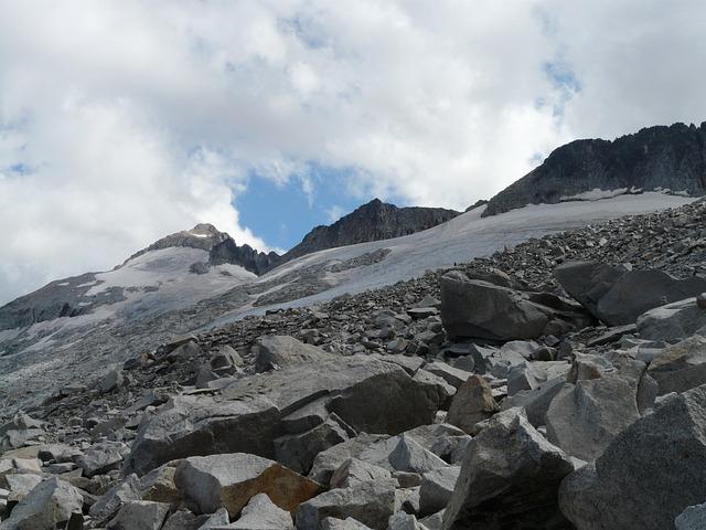 Pico Aneto, Hike, Rock, Scree, Pyrenees, Mountains