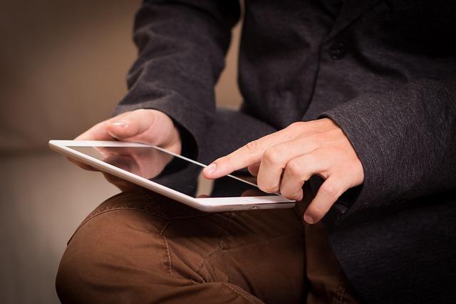 Tablet, Ipad, Read, Screen, Swipe, Touch, Designate