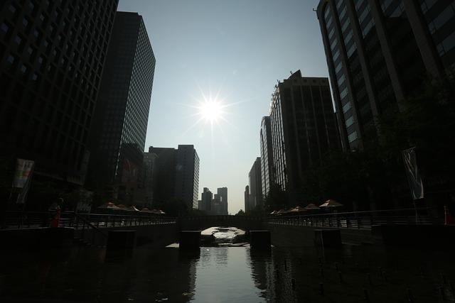 City Sunrise, Seoul, Cheonggyecheon Stream