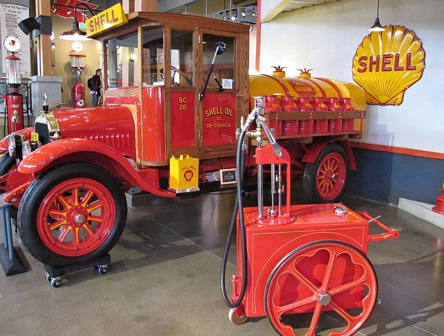 Gasoline Delivery Truck, Tanker, Antique, Shell Canada