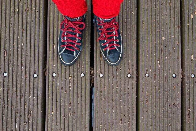 Foot, Shoe, Sneaker, Woman, Person, Footwear, Sock, Leg