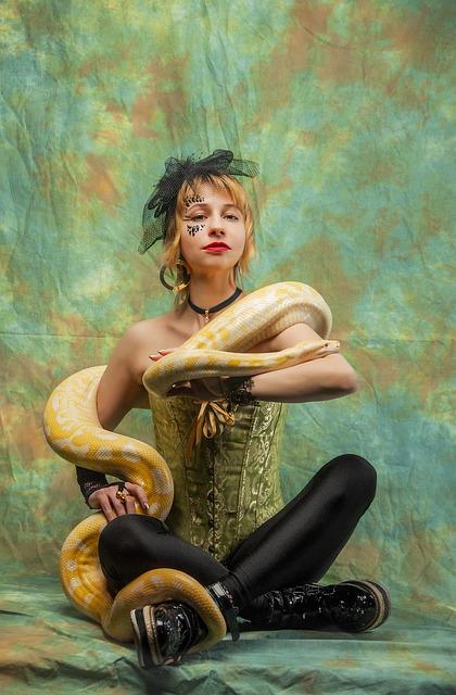 Posture, Show, Python, The Trainer, Snake, Serpentarium