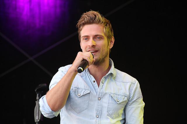 Jörn Schlönvogt, Actor, Singer, Interpreter, Bat
