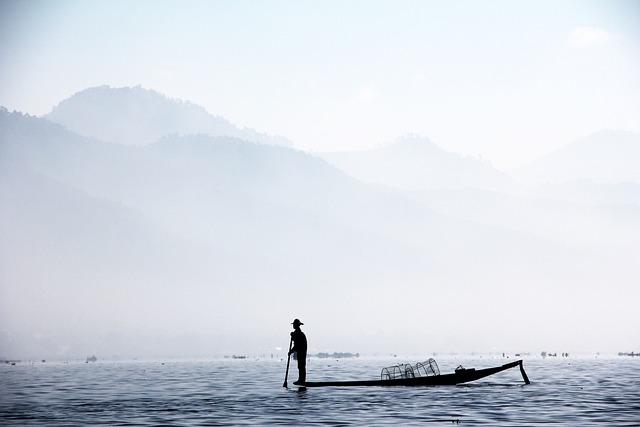 Fisherman, Single Leg Fischer, Myanmar, Inle, Brine