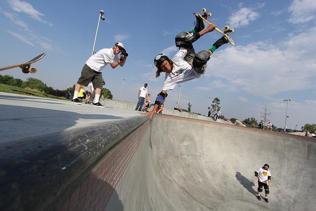 Skateboard, Handplant, Layback, Pool, Bowl, Skatepark