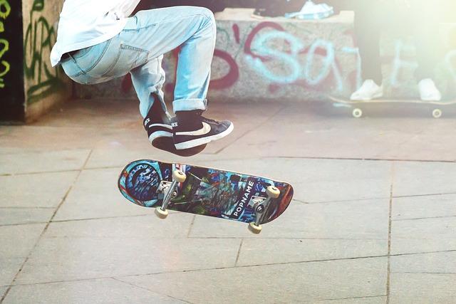 Skateboarder, Man, Boy, Skateboard, Skateboarding