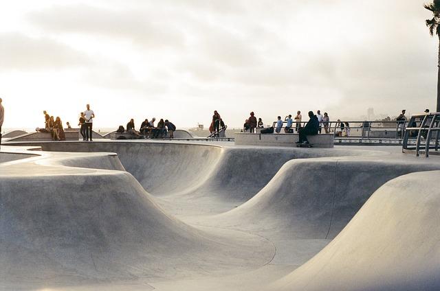 Skate Park, Half-pipe, Skateboarding, Skaters, Sports