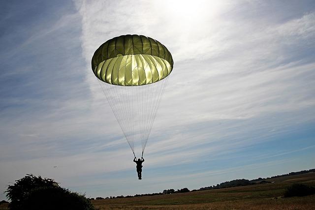 Parachutist, Parachute, Skydiving, Flying, Float, Sky
