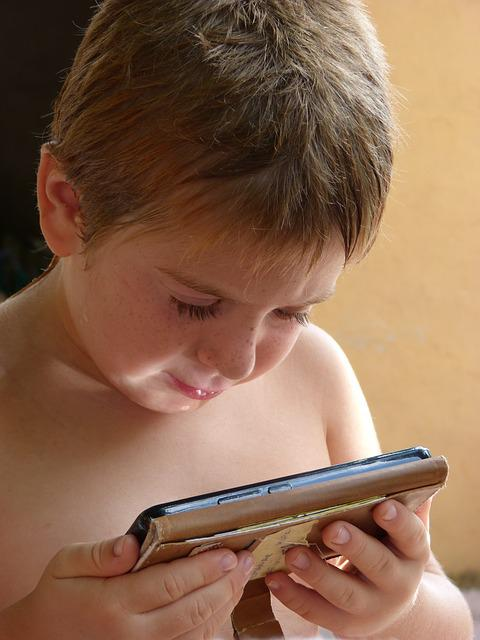 Child, Cellular, Smarthpone, New Technologies