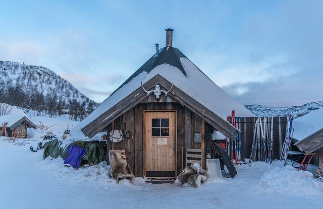 Norway, Kirkenes, Snowhotel, Ski Shop, Log Cabin