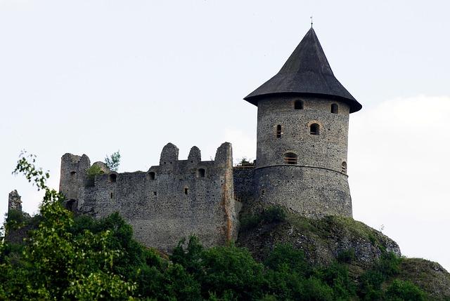 Castle, Somoskő, Building