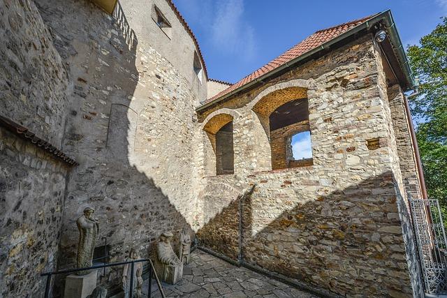 Castle, Walls, Statues, Architecture, Prague, Stone