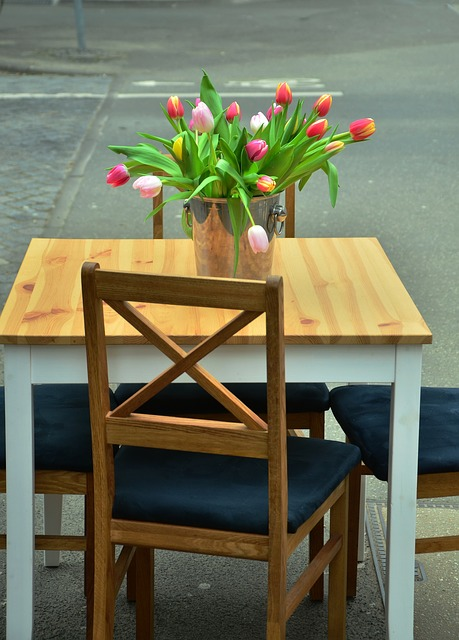 Straßencafè, Table, Chair, Tulips, Bouquet, Seat