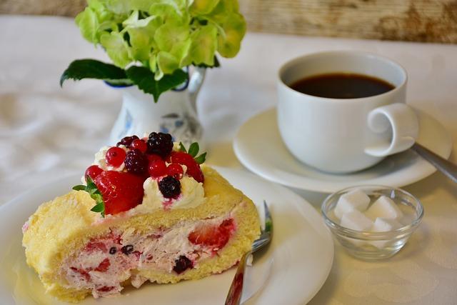 Bisquit, Strawberry Roll, Strawberry, Strawberry Cake