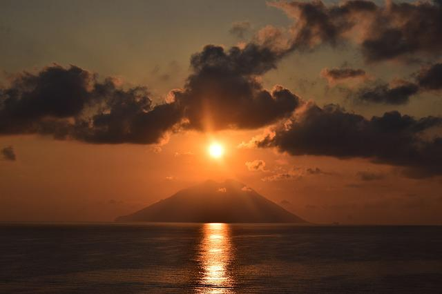 Sun Cloud Sea Stromboli Volcano, Sunset, Dawn