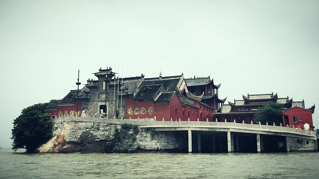 Chaohu, Temple, On The Lake