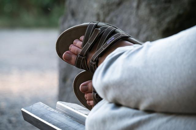 Feet, Sandals, Bank, Rest, Shoes, Ten, Summer Shoes