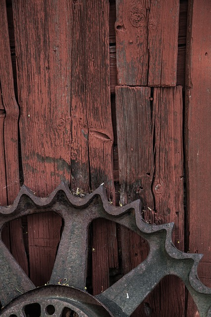 Rusty Wheel, Texture, Background, Wooden Shed, Barn