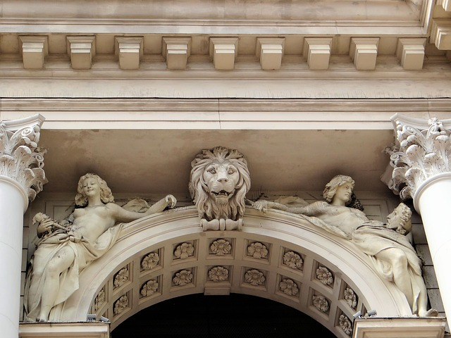 The Figures Above Archiwoltami, The Lviv Opera House