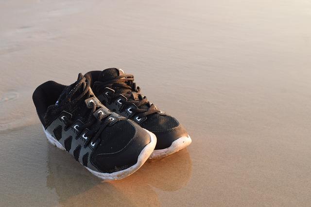 Sports Shoes, Bai Sea, The Sand Of The Sea