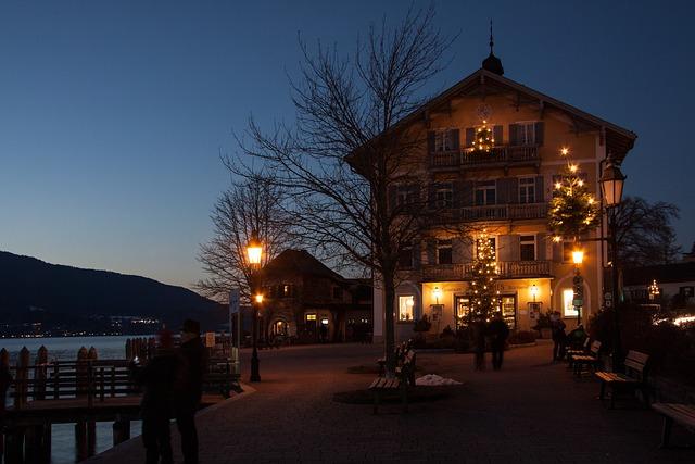 Town Hall, Christmas Lights, Christmas Tree