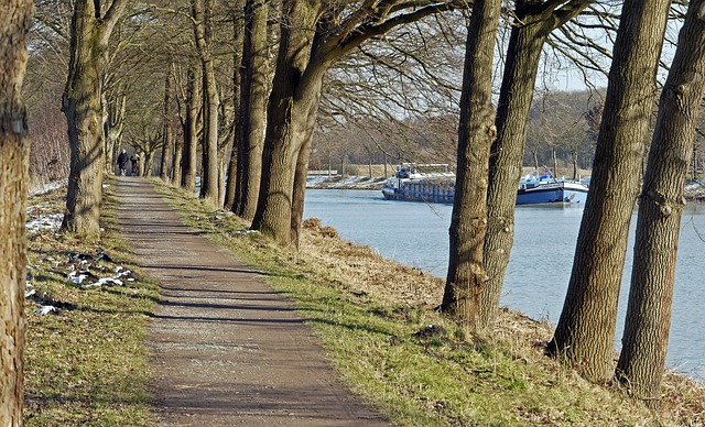 Avenue, Towpath, Dortmund Ems Kanal, Federal Waterway