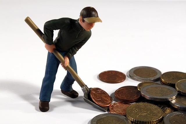 Man, Fig, Toys, Pokes Fun At, Blade, Money, Euro