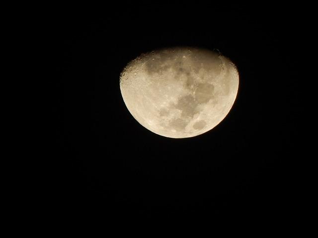 Moon, Waning, Ceu