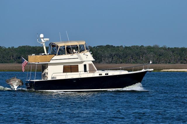 Luxury Boat, Yacht, Cruising, River, Water, Nautical