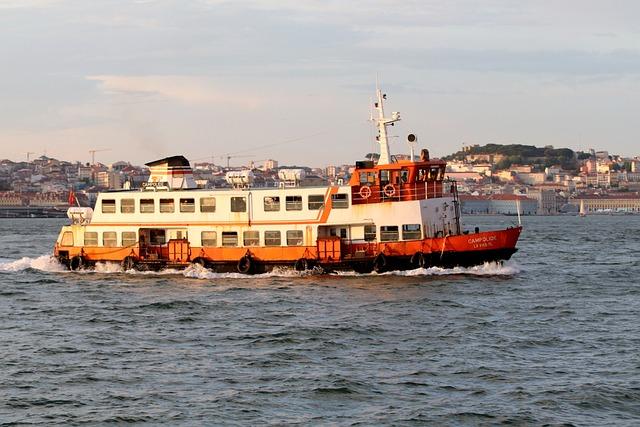 Ferry, Ship, Boot, Water, Sea, River, Tejo, Portugal