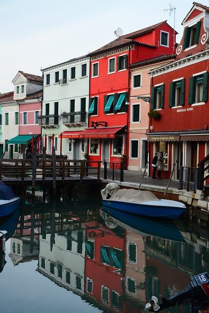 Italy, Venice, Meran, Housesfacade, Channel, Winter