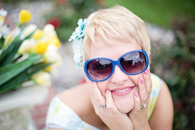 Woman, Blonde, Sunglasses, Smile, Smilingg, Short Hair