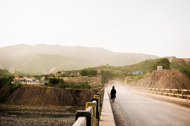Women, Labor, Khanpur, Pakistan, Bridge, Mountain, Dust