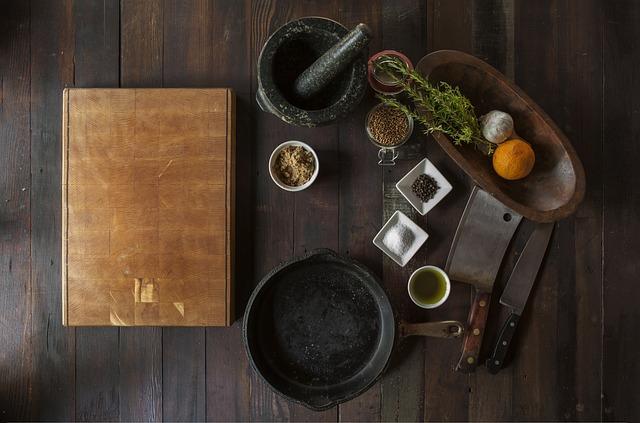 Wood, Cuttingboard, Grinder, Spices, Pot, Castiron
